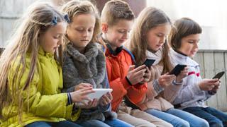 贫民子女才玩手机